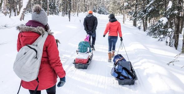 En hiver, des traîneaux sont disponibles pour le transport des bagages.